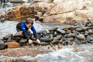Euan builds a dam in the Shoalhaven River